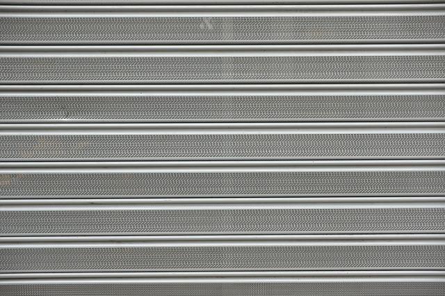Rideau métallique micro perforé